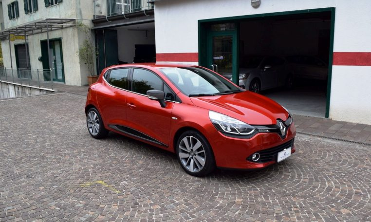 Renault clio 0 9tce 90cv costume national 5p alessandro for Renault renord
